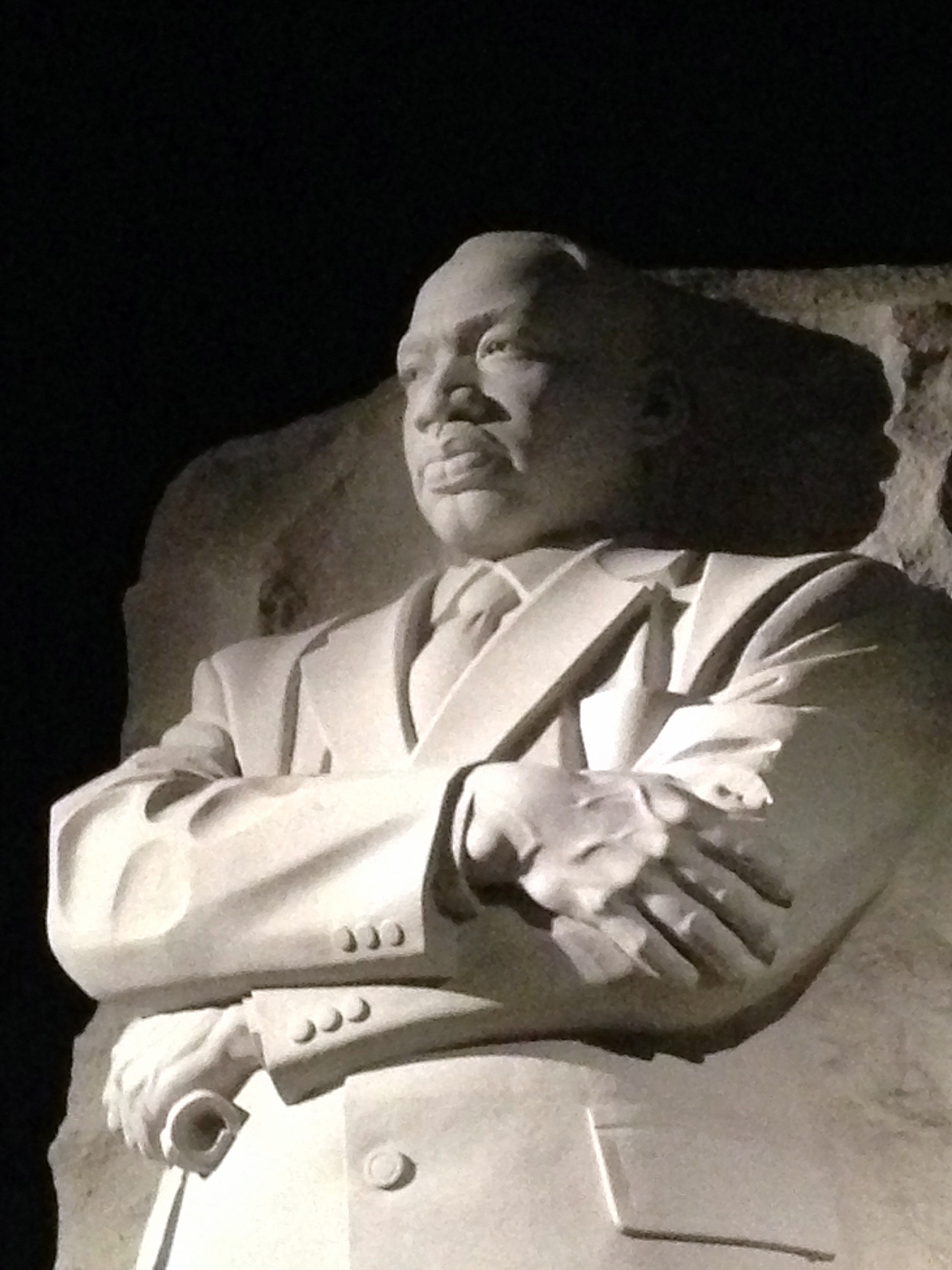 Photo of he Martin Luther King, Jr. Memorial at night